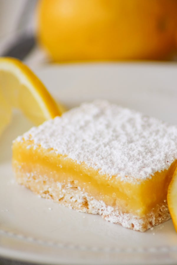 Easy Lemon Bar with lemons.