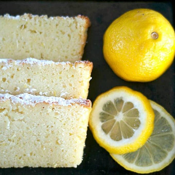 Lemon Ricotta Poundcake - um delicioso bolo de limão feito incrivelmente úmido com a adição de queijo ricota de 365 dias de cozimento e mais.