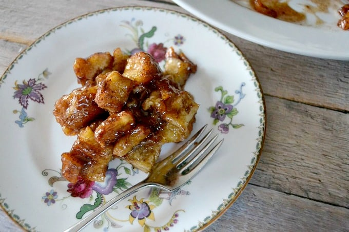 Cinnamon-Apple-Sweet Rolls-Monkey-Bread-1