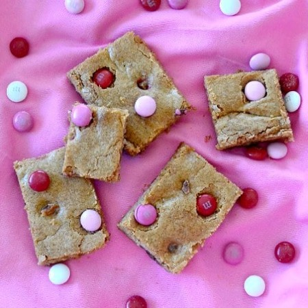 A quick and easy Valentine treat to put together - M&M Valentine Blondies!