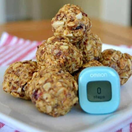 No bake Energy Bites - the perfect pick-me-up before, during and after a walk with the Omron Alvita Wireless Activity Tracker (HJ-327T) !