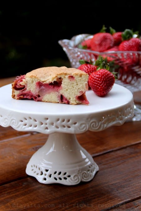 Easy-strawberry-cake-recipe