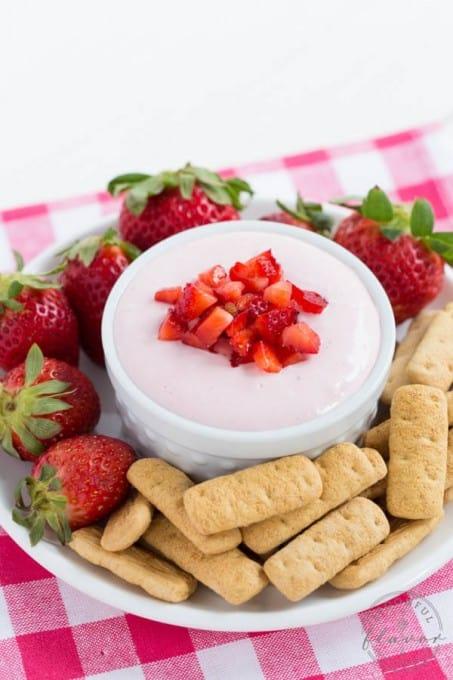 Strawberry-Cheesecake-Dip_6164
