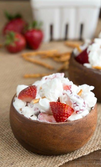 Strawberry-Pretzel-Fluff-1-600