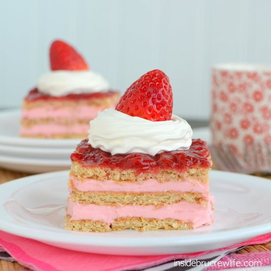 Strawberry-Shortcake-Eclair-Cake-3