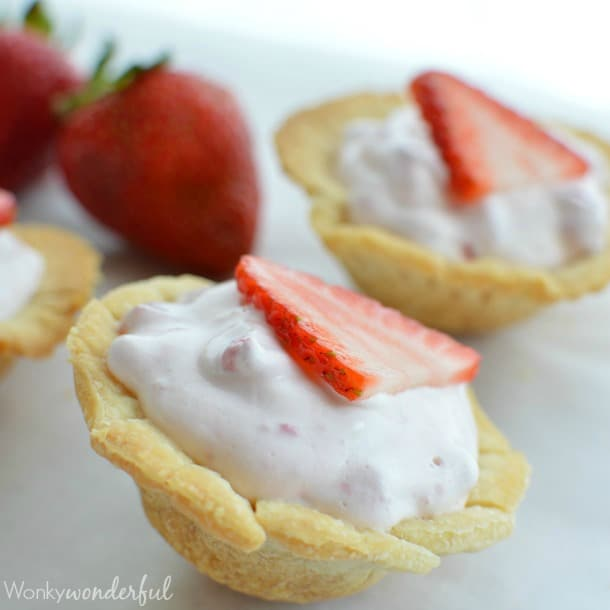 skinny-mini-strawberry-pie-bites-55