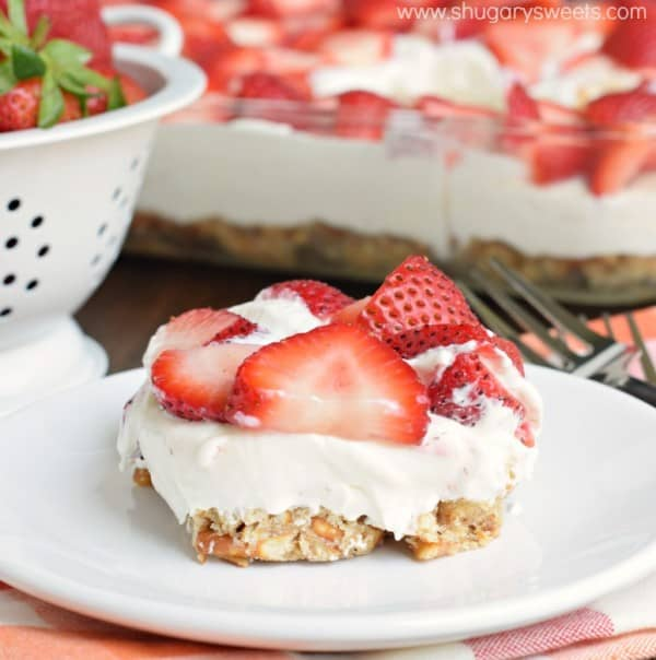 strawberry-pretzel-bars-1-600x604