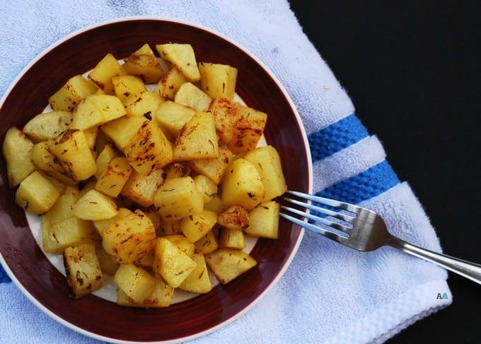 greek-potatoes-5x7-logo-above