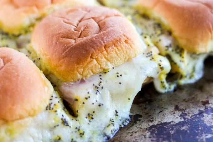 Sanduíches de presunto e queijo