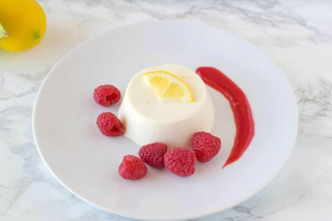 Lemon-panna-cotta-with-raspberry-sauce-7-1