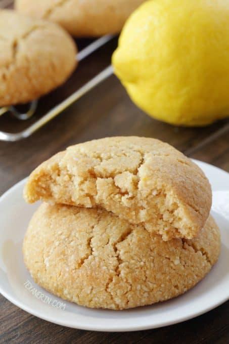 vegan-paleo-lemon-cookies-2-650x975