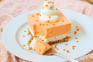 Orange Creamsicle Dream Bars - a perfectly refreshing NO BAKE dessert for summer.dessert