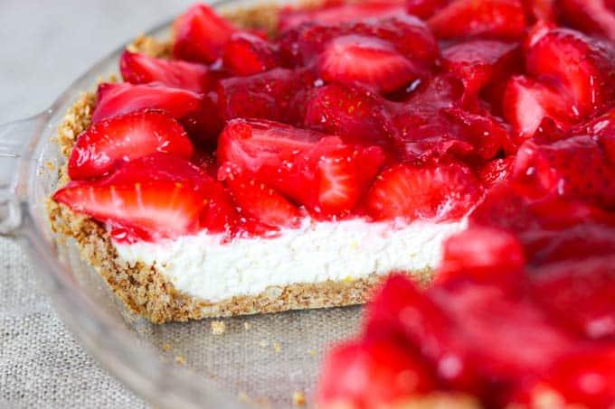 The inside of Strawberry Pretzel Pie.