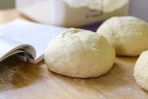 Easy and delicious dough for your homemade pizza.