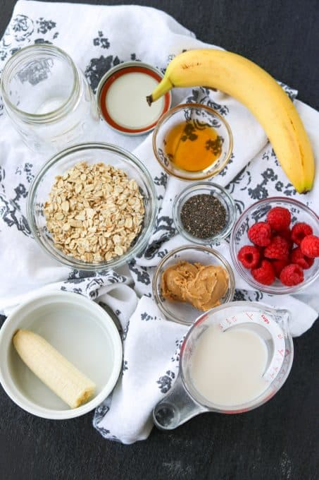 Ingredients to make overnight oats.